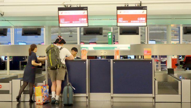 香港国際空港 優先チェックインカウンター